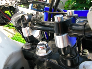 Raised steering bar